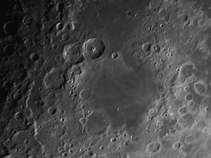 Lune : mer du Nectar. Cratère Théophile et son piton central par Alain G.