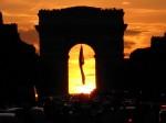 Coucher de Soleil sous l'Arc de triomphe  à Paris, par Gilles D.